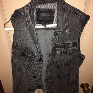 21 Men (Forever 21) Black Denim Vest. Size M
